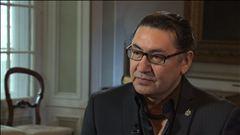 Céline Galipeau s'entretient avec le député néo-démocrate Roméo Saganash