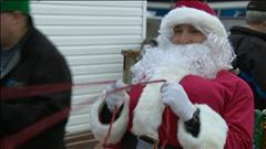 Le père Noël enchante un village isolé à Terre-Neuve