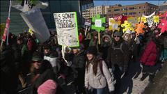 Un millier d'étudiants manifestent