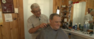 Un des derniers barbiers part à la retraite